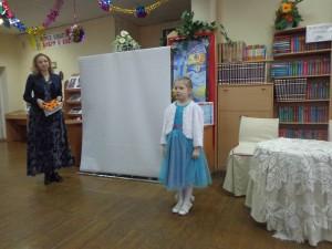 Софья Самыловска читает стихотворение о маме